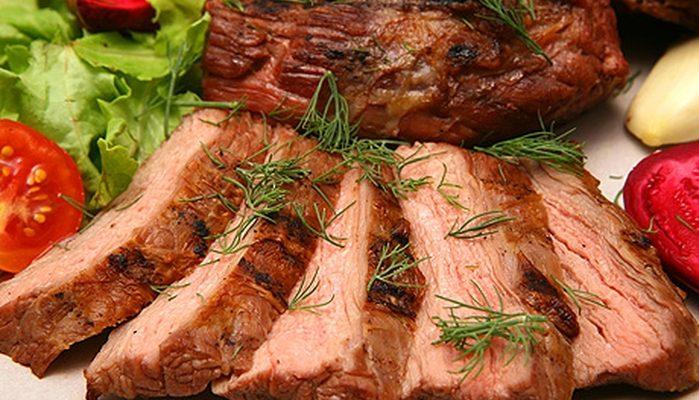 Как приготовить свинину в мультиварке